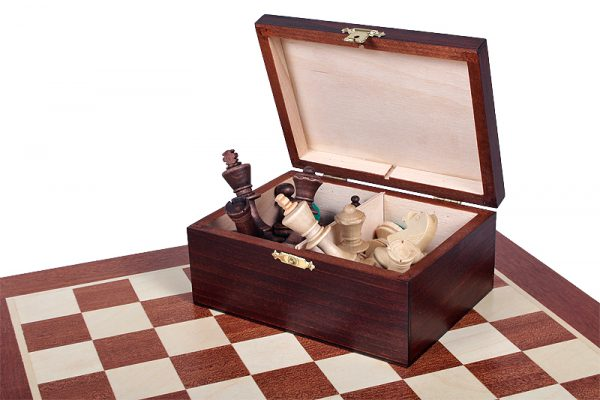 chess box with pieces