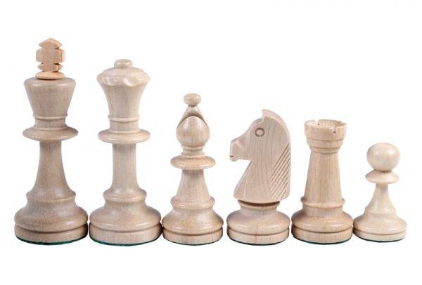 light staunton chess pieces