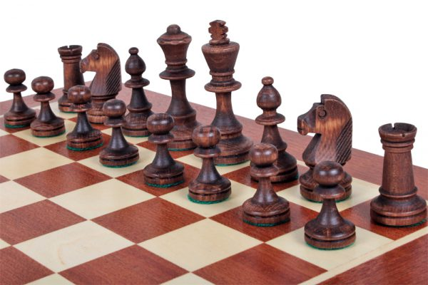 staunton chess pieces with box