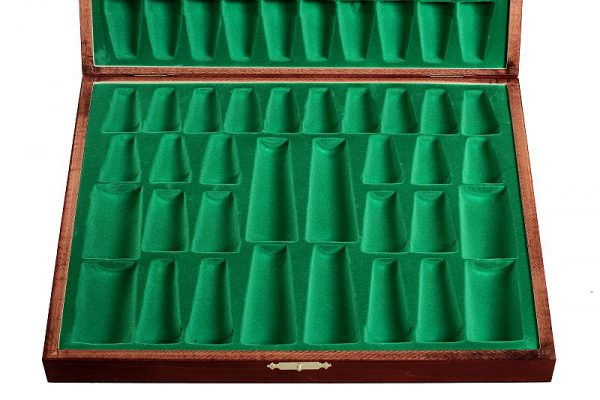 chess pieces case